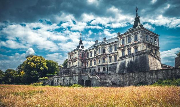 Pidhirtstský strašidelný opuštěný hrad na Ukrajině