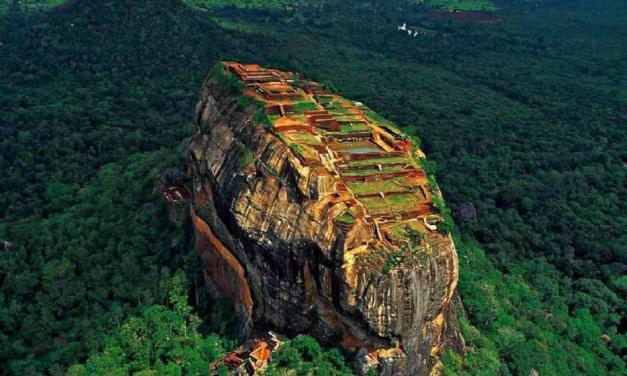 Utajený div světa, to je starověká pevnost v oblacích Sigiriya