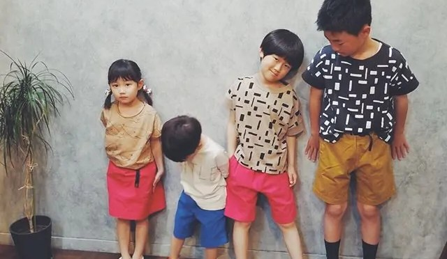 【GRAMiCCi】KIDS G-SHORTS.【arkakama】WHOLE Tee.【6°vocale】beige / charcoal.【nunuforme】LITTLE Tee – from Instagram