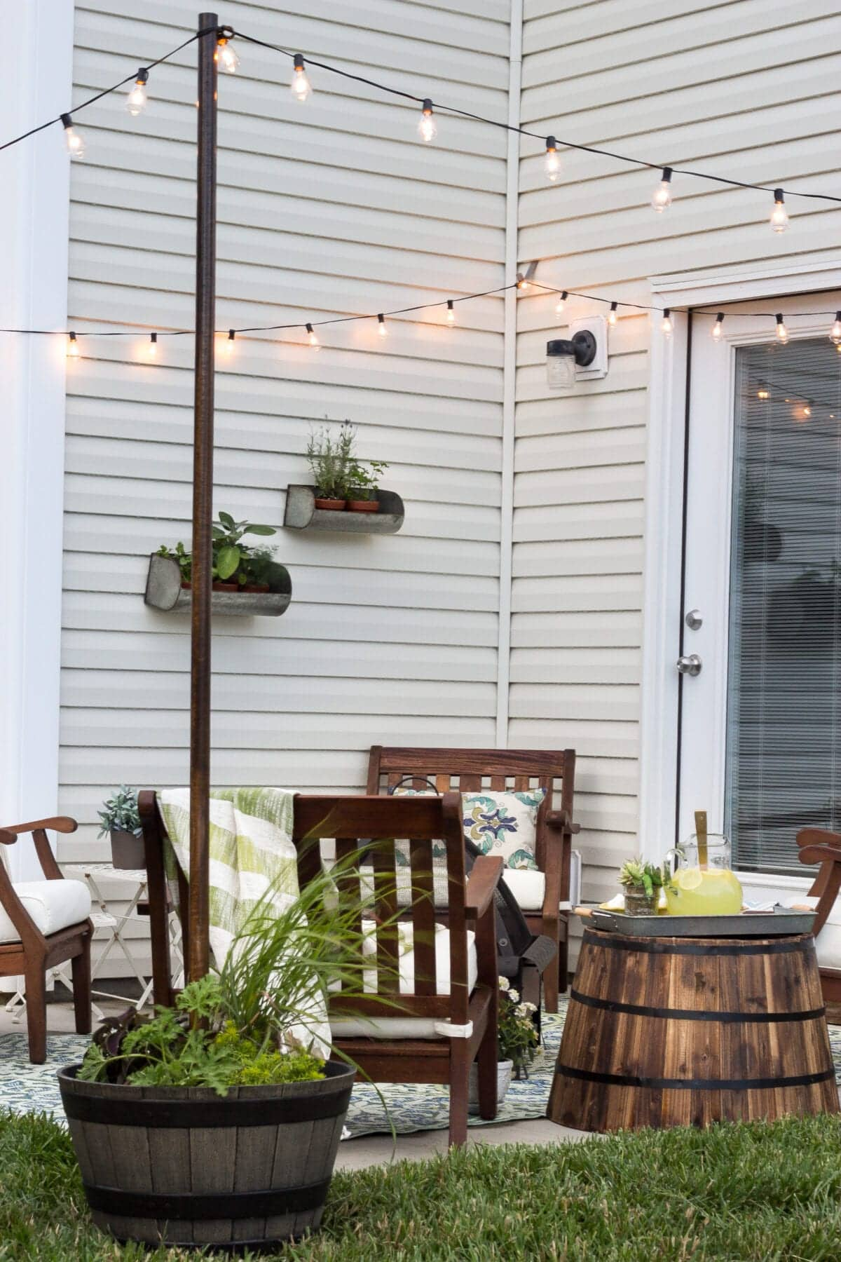 small patio makeover with DIY string light poles