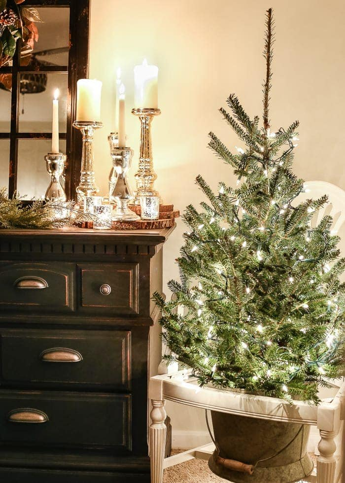 Christmas Lights Night Tour 2016   blesserhouse.com - A candlelight Christmas home tour with budget-friendly ideas and printables to decorate with cozy farmhouse style for the holidays.