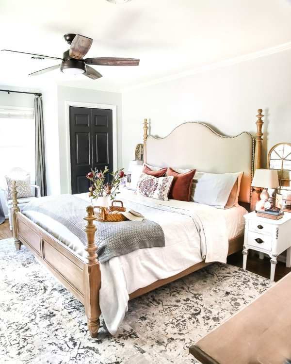 8 Fall Decorating Tips on a Budget + Fall Home Tour 2017 | blesserhouse.com - 8 fall decorating tips for a small budget with ways to shop smart in clearance aisles and thrift stores + a full autumn home tour. Fall bedroom