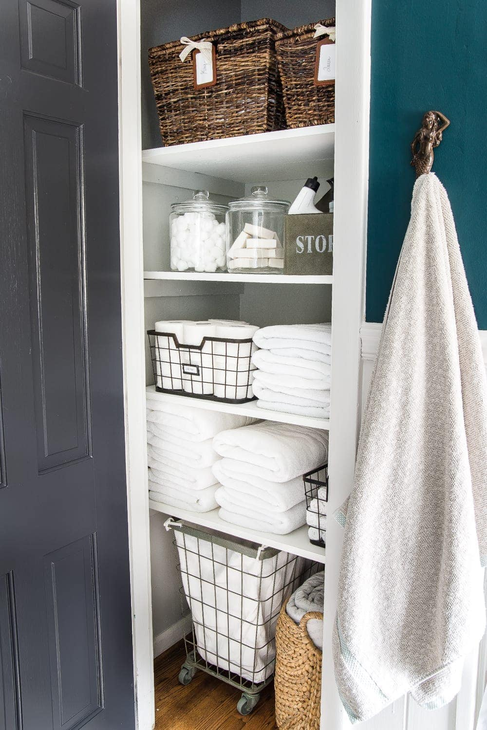 Organized linen closet + decluttering checklist printable
