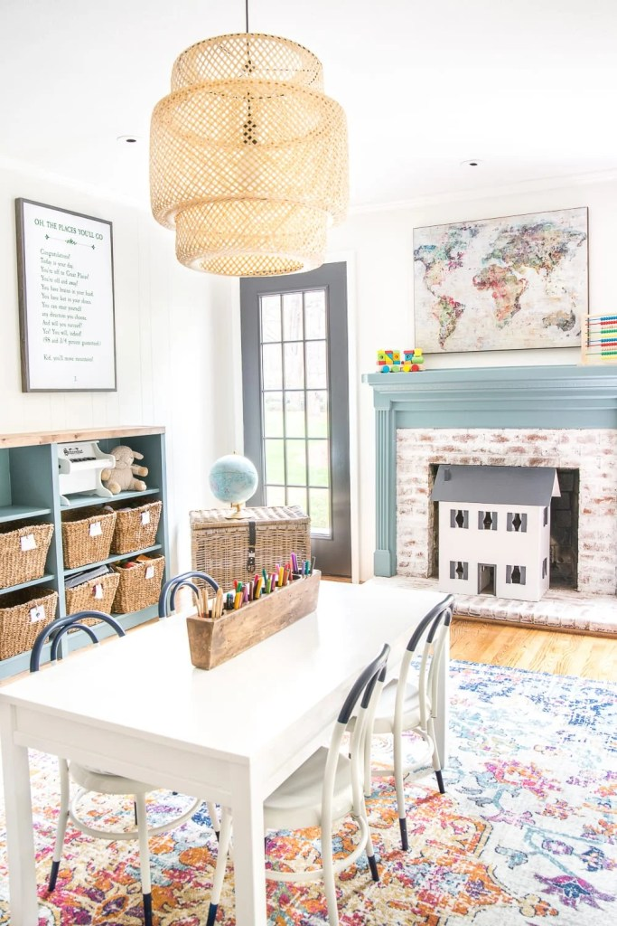 12 of the most common decorating mistakes most people make when choosing paint colors, furniture layouts, and styling, and tips on how to avoid them. #decorating #decoratingmistakes #decoratingtips Always declutter before you decorate.