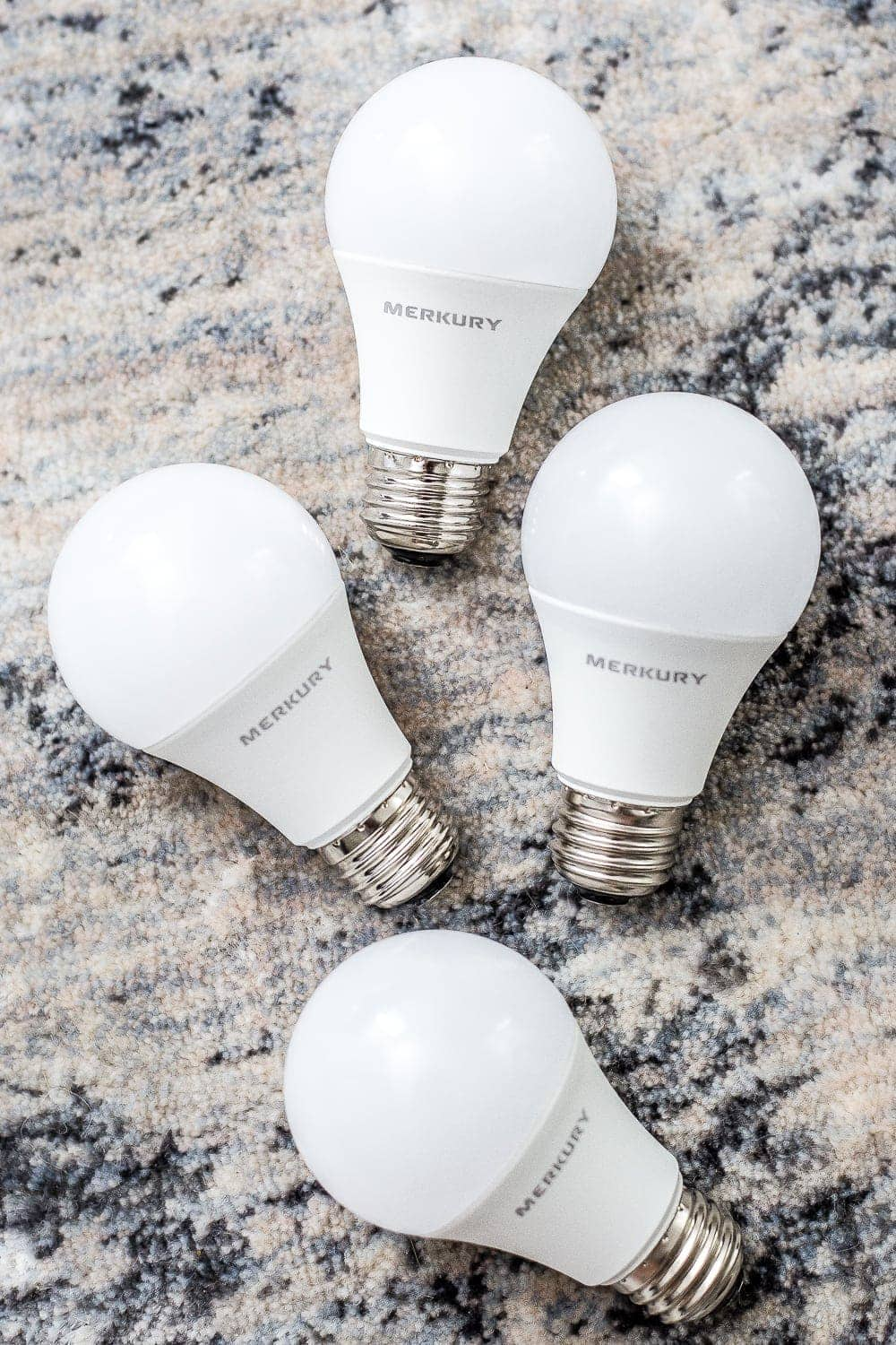 Smart light bulbs to turn on lights just with your voice