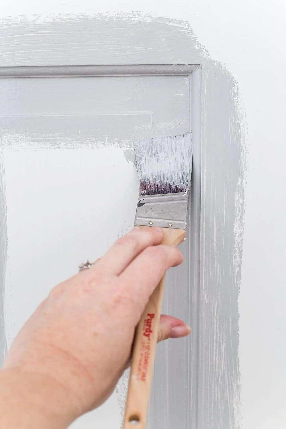 12 of the most common decorating mistakes most people make when choosing paint colors, furniture layouts, and styling, and tips on how to avoid them. #decorating #decoratingmistakes #decoratingtips - Choosing paint colors in bad lighting