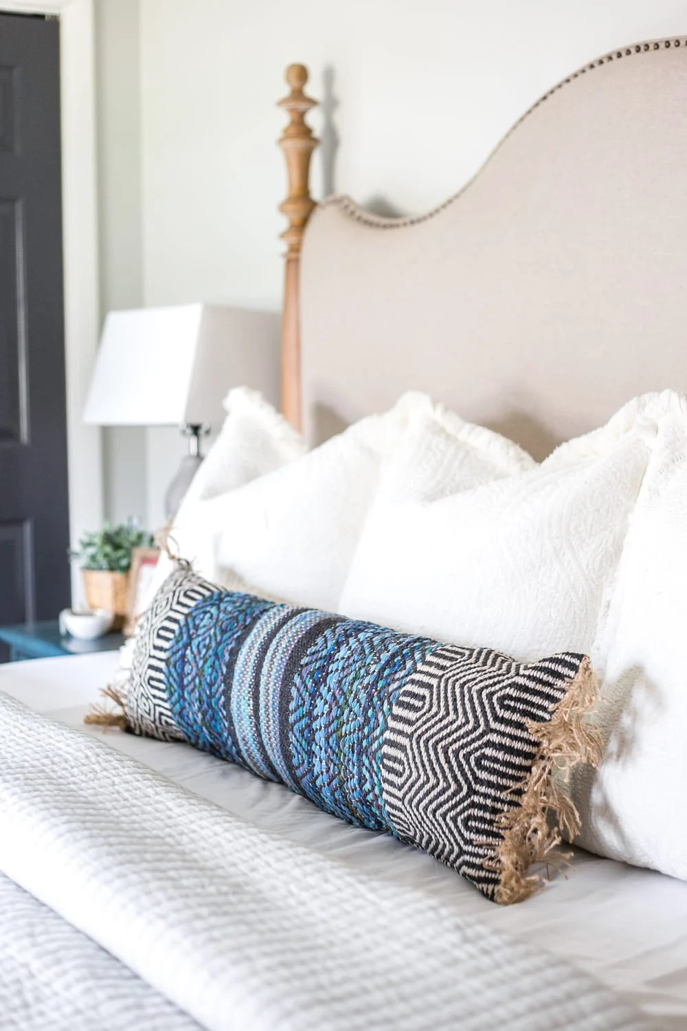 3 items you can repurpose into DIY no-sew throw pillows | How to make a throw pillow from a rug.