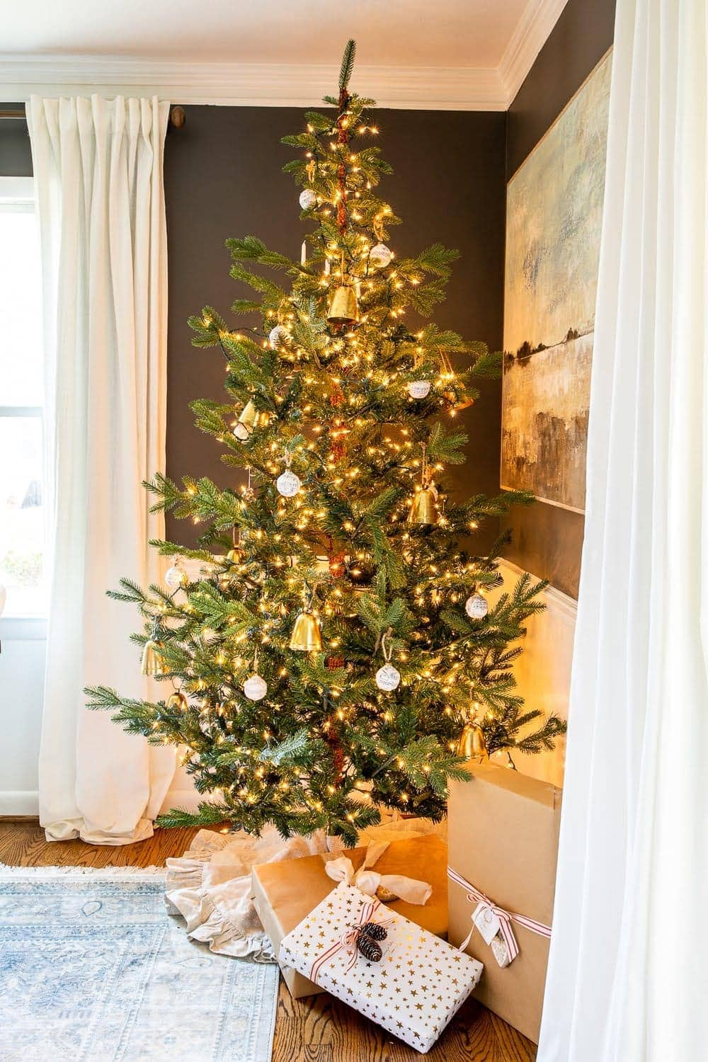 Christmas decor ideas | Christmas tree in a dining room