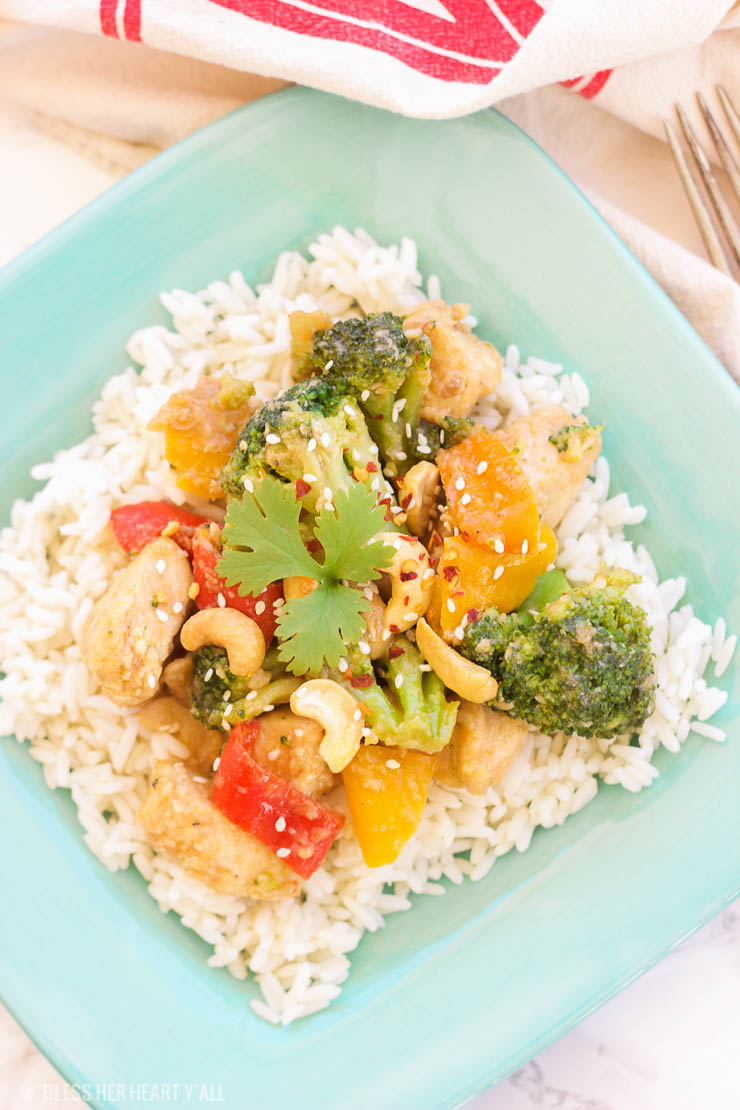 This one-pot spicy honey cashew chicken quickly coats chicken pieces in a gluten-free coating and then drizzles a spicy honey, sesame, garlic, sriracha sauce overtop the golden chicken and tender vegetables for an amazing asian-inspired dish!