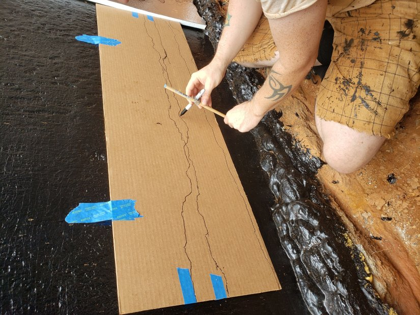 Outlining the foundation bottom