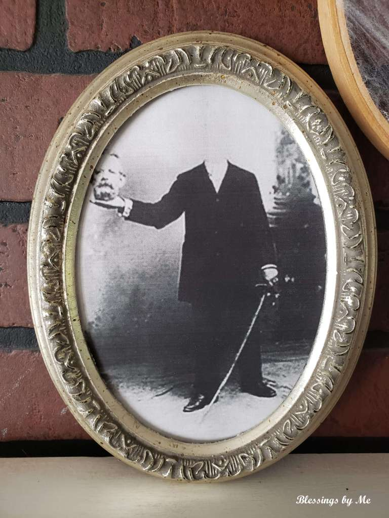 spooky picture frame
