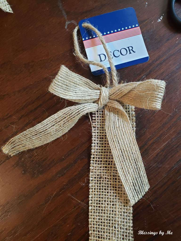 remove the bow from the burlap