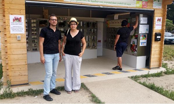 Julie Vié produit des tomates, G. Sinard travaille à la Chambre d'agriculture