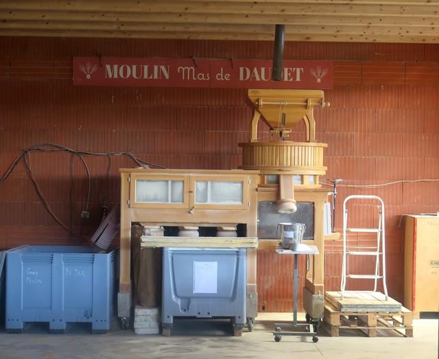 le moulin à meule de pierre du Mas de Daudet