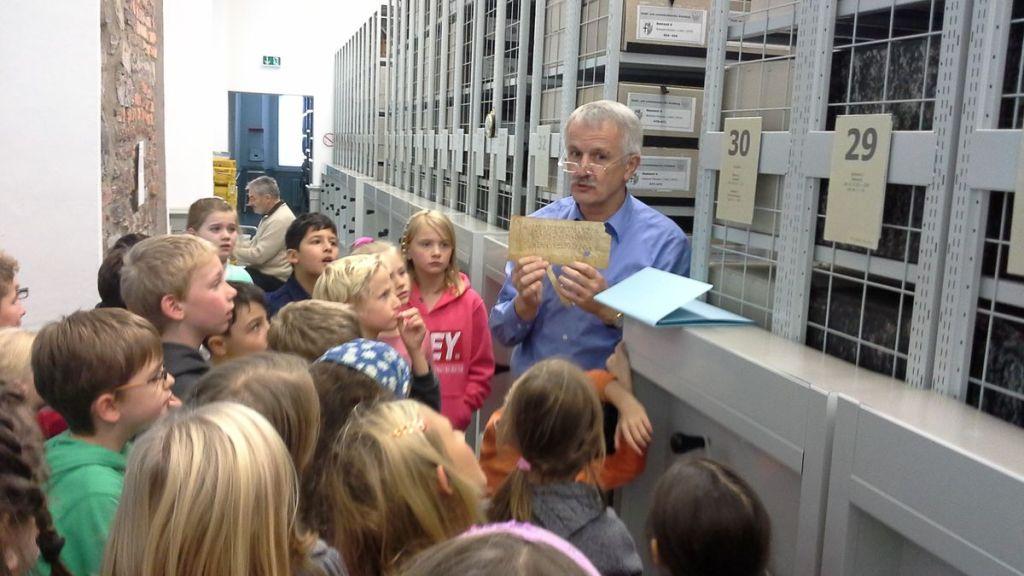 Kulturstrolche der Graf-Gottfried-Schule im Stadtarchiv