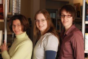 Das Sunderner Bibliotheks-Team - von links nach rechts Thea Schroiff, Marlis Hogeback, Svenja Schulte-Dahmen. (Foto: Stadtbibliothek Sundern)