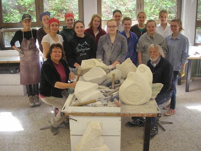 Im Laurentianum fand jetzt ein dreitägiger Workshop zur Steinbearbeitung mit dem Bildhauer Johannes Dröge statt (Foto: Laurentianum)
