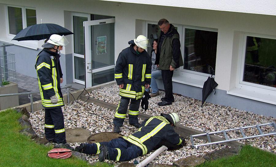 Feuerwehr verhindert Überschwemmung des Gemeindezentrums