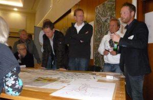 Diskussion in sechs Gruppen. Foto: oe)