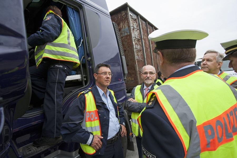 Arnsberger RP organisiert Abfalltransport-Großkontrolle
