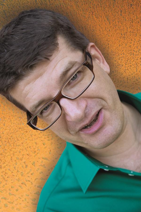 Kabarettist Nils Heinrich …weiß Bescheid!
