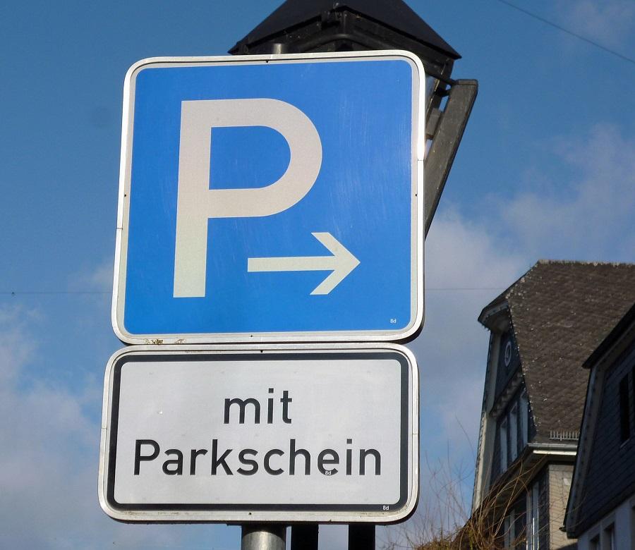 Handelsexperte warnt vor komplett kostenpflichtigen Parkplätzen