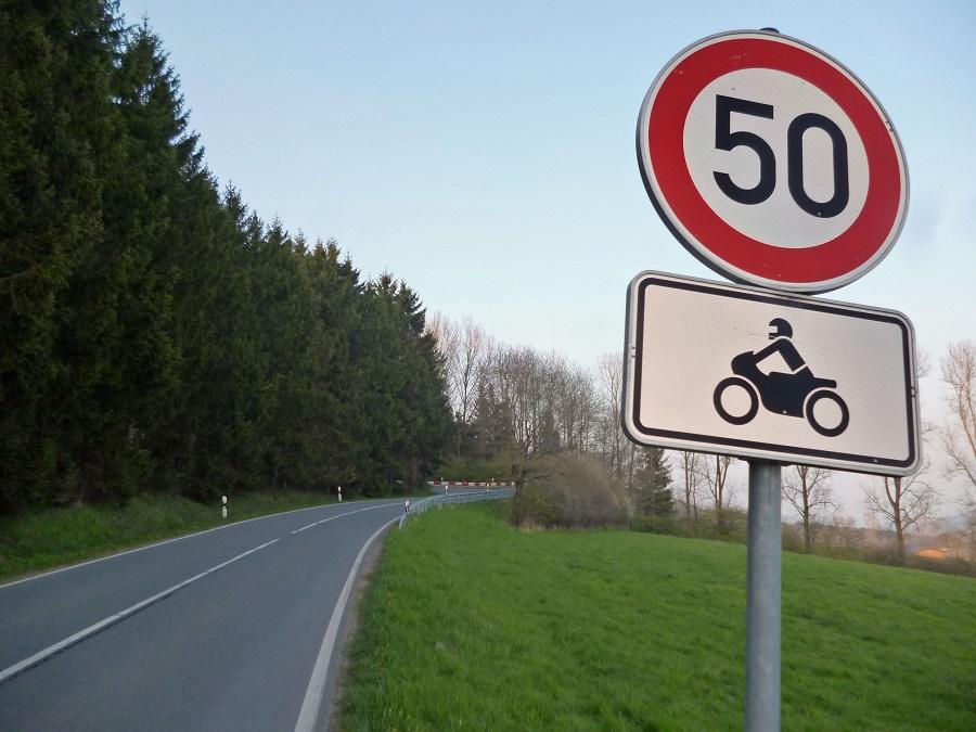 Hellefelder Höhe: Acht Fahrverbote für Motorradraser