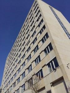 1961 erbaut: der Neubau der Bezirksregierung. (Foto: oe)