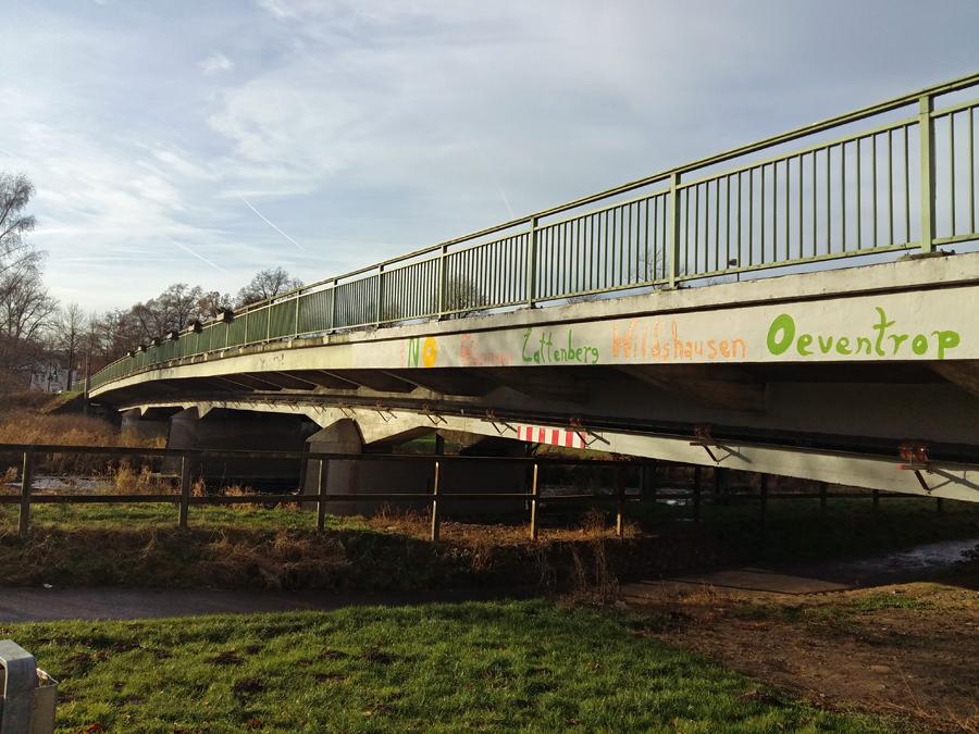 Es geht los: Dinscheder Brücke über 3,5 Tonnen gesperrt