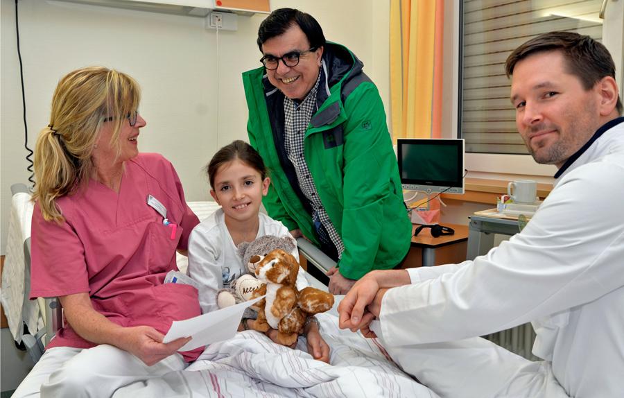Hanifa aus Afghanistan kann im Klinikum wieder lachen