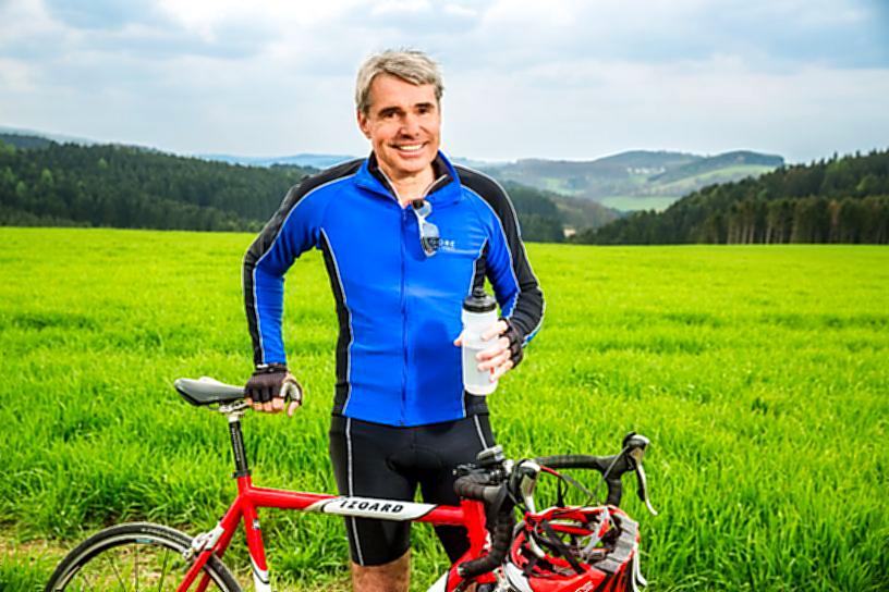 MdB Carl-Julius Cronenberg per Fahrrad auf großer Sommertour