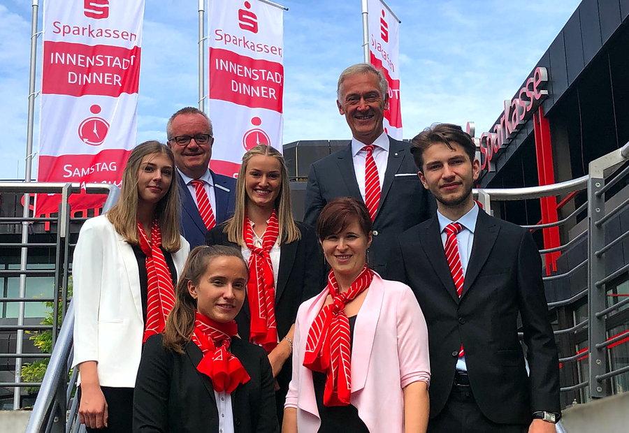 Sechs neue Auszubildende bei Sparkasse Mitten im Sauerland