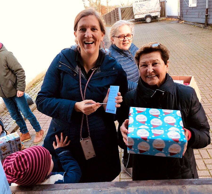 Csilla von Boeselager-Stiftung bringt 830 Pakete nach Osteuropa