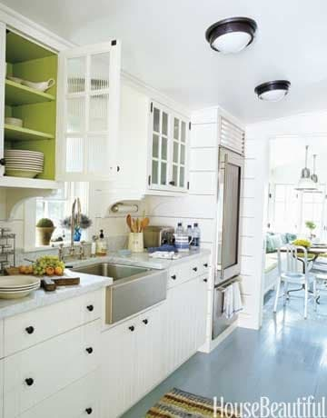 Accent color inside kitchen cabinet