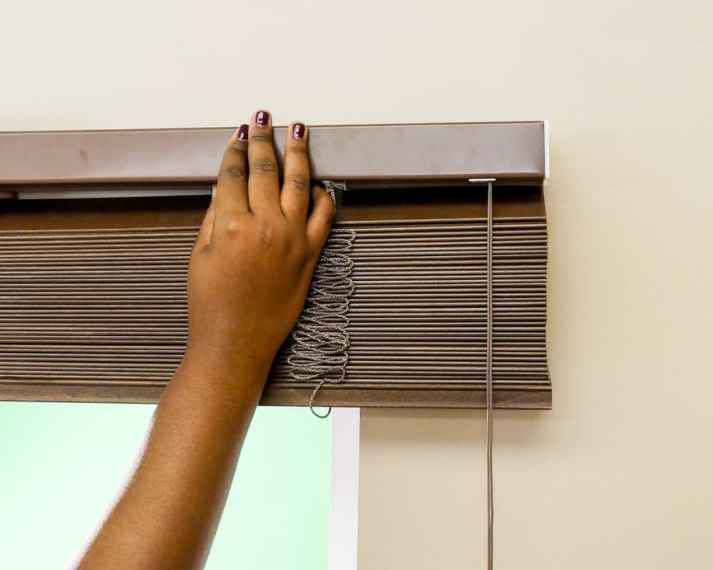 how to install faux wood blinds on metal door