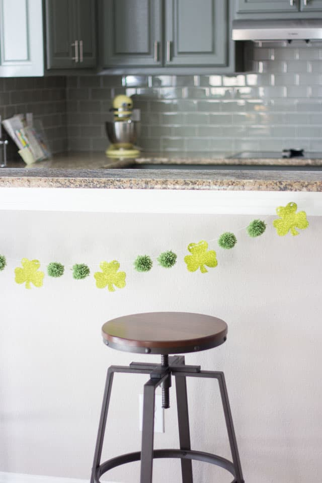 St particks day decor diy garland