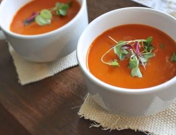 Dlaczego warto jeść zupy, także na kolację?