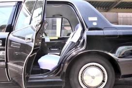 為什麼乘客不應自己開關日本計程車的車門呢?