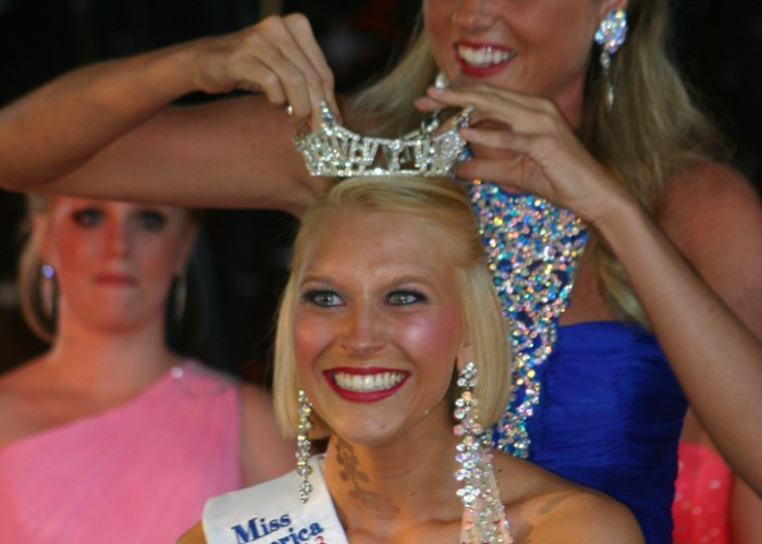 Nicole Miller crowned Miss River Raisin Festival 2103