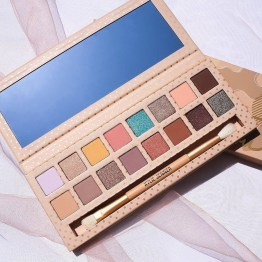 Kylie Take Me On Vacation Shadow Palette