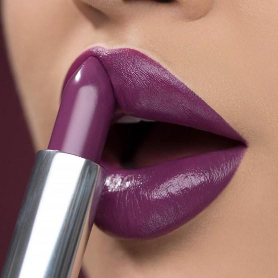 "Kylie Cosmetics Crème Lipstick ""Love Sick"""