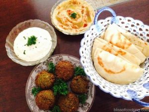 Pita with Falafel, Humus and Yoghurt dip