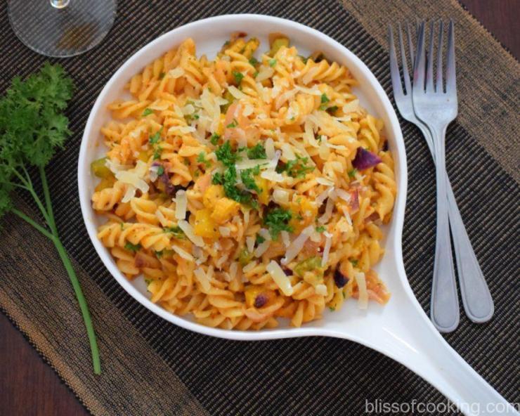 Vegetable Pasta in Sweet Pepper Sauce