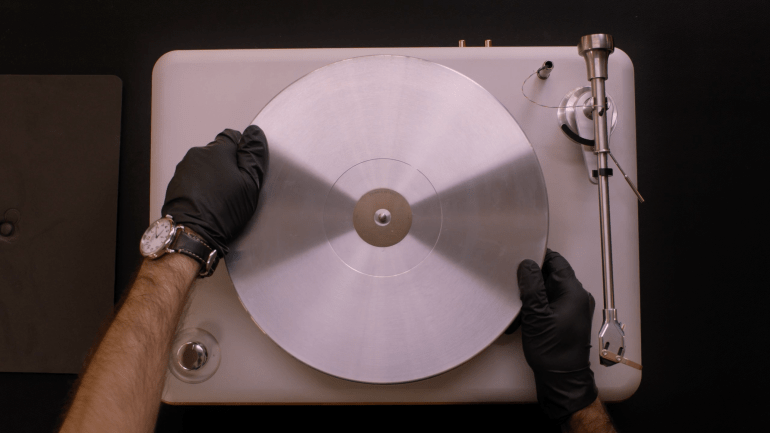 Introducing Shinola Audio: The Runwell Turntable on Vimeo 2016-12-08 22-27-16.png