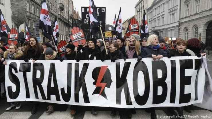 legge aborto polonia