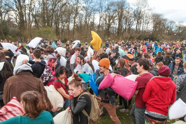 Pillow-Fight-Berlin-04-04-2015-Treptower-Park-Foto-Patrick-Roddelkopf_0009