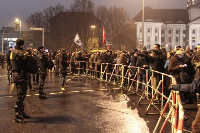 05.01.2014 - 19 Uhr - Anti BärGiDa Demo - Am roten Rathaus  - Foto: Patrick Roddelkopf