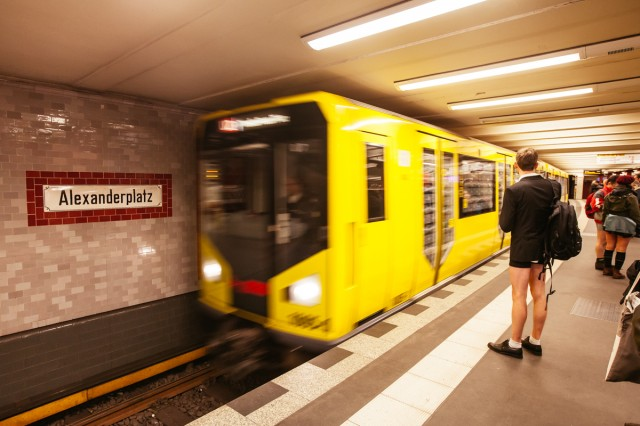 no_pants_subway_ride_11-1-15_UBerlin_Johannes_Räbel_für_Bln-FM_0002