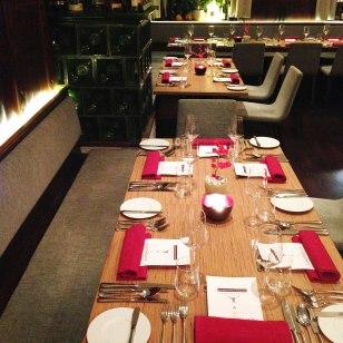 Der Tisch ist gedeckt und wartet auf seine Gäste