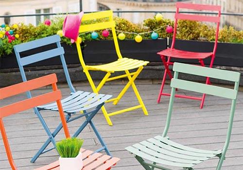 terrasse avec un petit salon de jardin